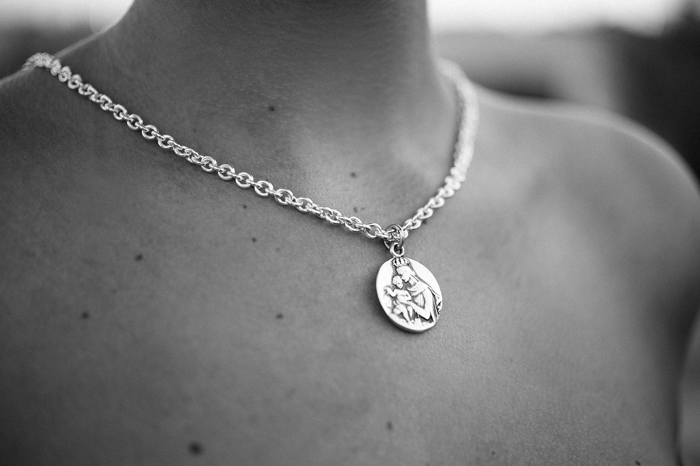 e326d06510c Medalla escapulario plata sagrado corazón virgen del carmen toni jpg  1500x1000 Escapulario virgen plata cadena medalla