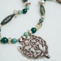collar etnico largo de plata y piedra verde