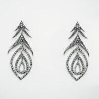 Pendiente largo en plata con marcasitas
